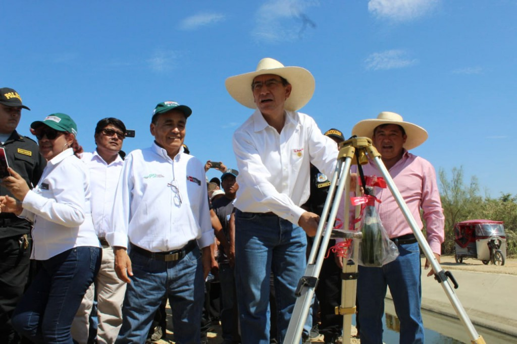 Presidente de la República, Ing. Martín Vizcarra Cornejo y Director Ejecutivo del PSI, Ing. Huber Valdivia Pinto inauguran rehabilitación de Canal El Arenal.